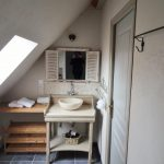 MG - chambre Artiste Salle de bain 3 conciergerie Helping Hands